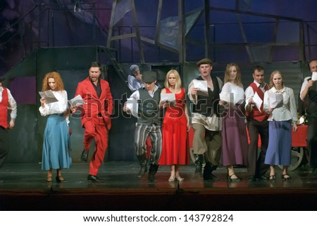 "DNEPROPETROVSK, UKRAINE - MAY 23: Members of the ORYOL State Theatre ""Free space"".perform ""Bindyuzhnik I Korol"" on May 23, 2013 in Dnepropetrovsk, Ukraine"