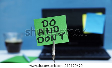 Do and don't written on a memo at the office - stock photo