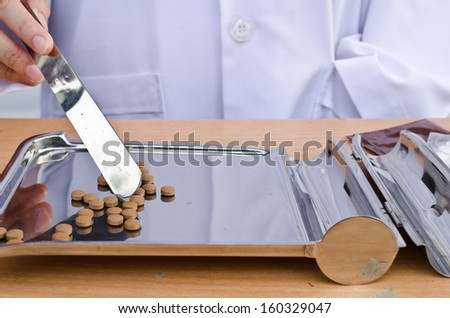 Doctor Counting tablets medicine