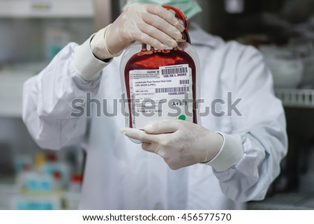 Doctor holding fresh donor blood for transfusion