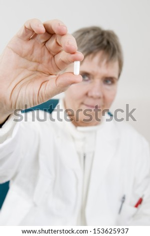 doctor holds the capsule
