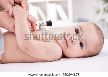 Doctor listens to the baby's heartbeat