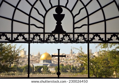 """Dome of the rock - muslim holy mosque in Jerusalem, as seen from """"dominos flevit"""" church window - stock photo"""