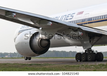 DOMODEDOVO, RUSSIA - SEPTEMBER 1:Boeing B777 jet aircraft operated by Singapore Airlines, taxis at Moscow airport in Domodedovo on September 01, 2011. The airline's fleet consists of 59 Boeing 777