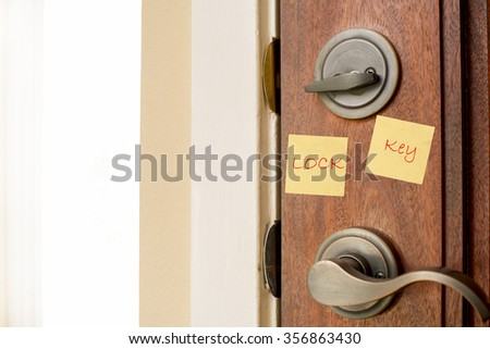 door handle and lock with sticky note, yellow sticky note pad, sticky note pad used as a reminder, sticky note can be used as a warning or reminder