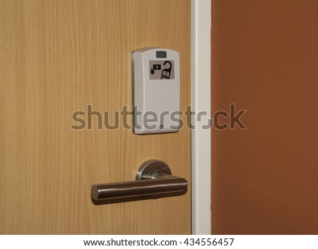 Door handle with card protection