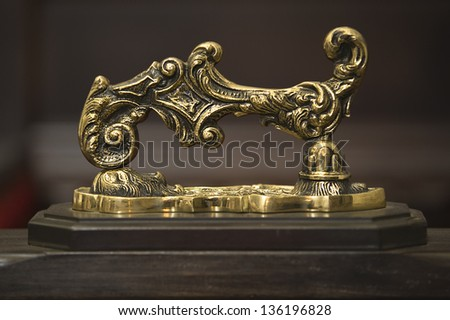 door knocker platform