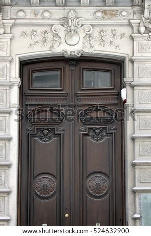 Doors of a big historical building in the Old town of Montevideo : bigold doors - Pezcame.Com