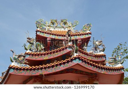 dragons on the roof with blue sky background