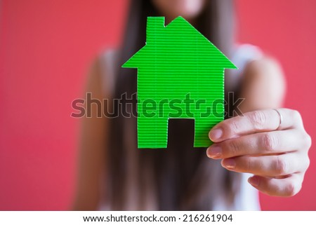 drawing paper house icon in the hand