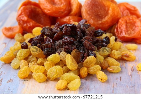 dried grapes raisins are two types of white and black