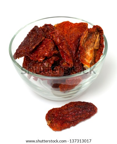 dried tomato in a glass bowl
