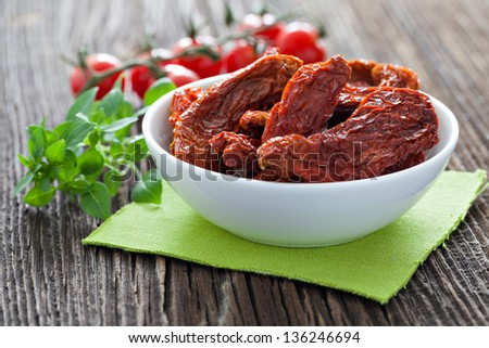 dried tomatoes in a bowl