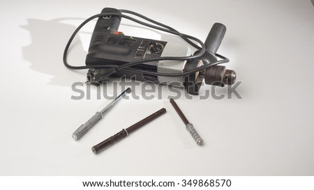 Drilling machine with special screws and dowels