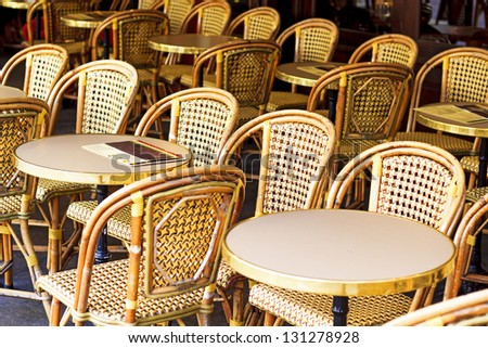 Drucker Caf�© Chairs in Paris / Rattan-style wicker caf�© chairs and tables - place de la Contrescarpe, Paris, France. Those chairs are very French-y, you see them all over the city - stock photo