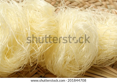 dry rice vermicelli noodles