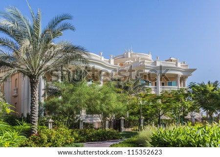DUBAI, UAE - SEPTEMBER 29: Kempinski Hotel and Residences (129 luxury suites, penthouses and villas) on man-made island of Palm Jumeirah at September 29, 2012 in Dubai, United Arab Emirates. Garden.