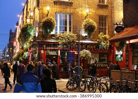 DUBLIN, IRELAND - 9 SEPTEMBER: In entertainment district, Dublin's famous Temple Bar. 9 SEPTEMBER 2014