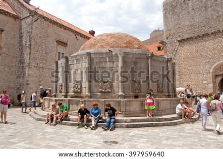 DUBROVNIK, CROATIA - JUNE 28, 2010: Unidentified tourists near the Big Fountain of Onofrio, one of the old town landmarks build in 1444, Dubrovnik, Croatia