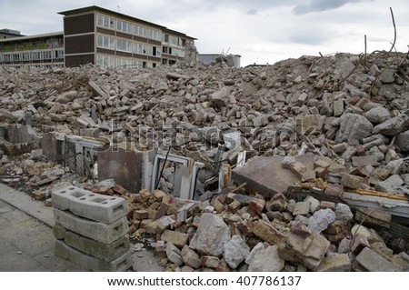 DUISBURG, GERMANY - 12.04.2016 Business occupational lecture Duisburg-Middle (Kaufmaennisches Berufskolleg Duisburg-Mitte) Destruction, a fully disposal of building