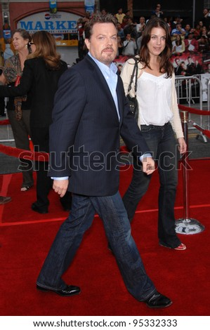 "Eddie Izzard at the North American premiere of ""Ocean's Thirteen"" at Grauman's Chinese Theatre, Hollywood. June 6, 2007  Los Angeles, CA Picture: Paul Smith / Featureflash"