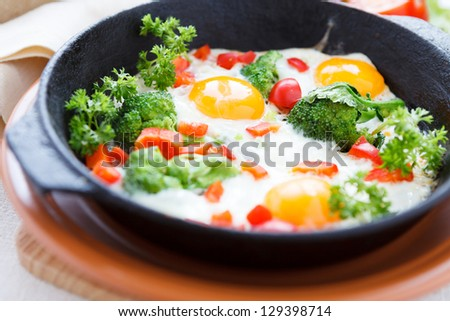 eggs with broccoli and peppers, food closeup