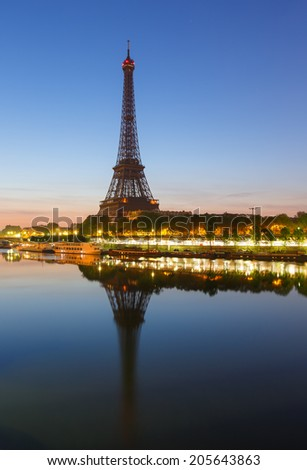 Eiffel tower during dawn