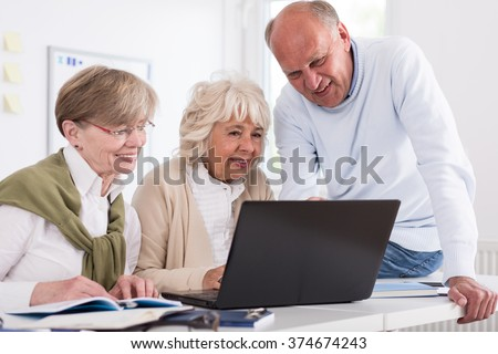 Elderly students are looking at laptop screen