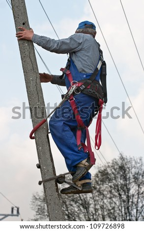 electrician on the pylon