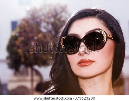 Elegant and beautiful brunette portrait wearing sunglasses