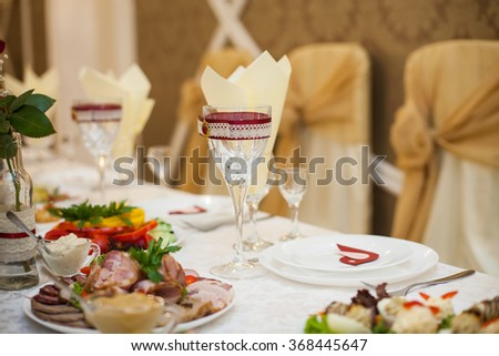 Elegant & classy wedding reception table arrangement closeup