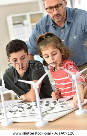 Elementary school pupils learning about renewable energy - stock photo