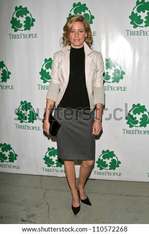 "Elizabeth Banks at ""An Evening Under the Harvest Moon"" TreePeople's Annual Gala Fundraiser. Warner Bros. Studios, Burbank, CA. 10-13-07"