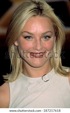 Elizabeth Rohm at premiere of MR DEEDS, NY 6/18/2002