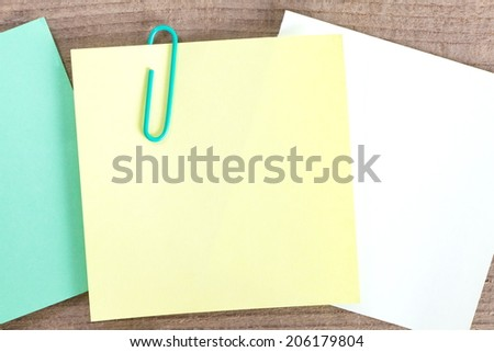Empty note paper on natural wooden background