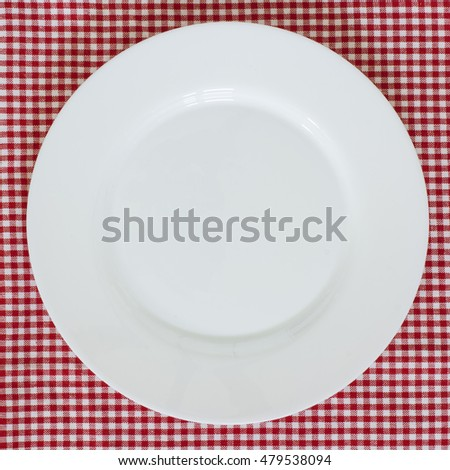 Empty Plate On Checkered Tablecloth./Empty Plate On Checkered Tablecloth