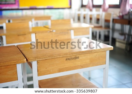 empty student desks and chairs in the classroom