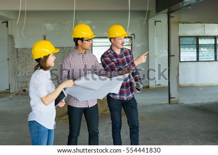 Engineer group and worker meeting, discussion with construction blueprint on site work