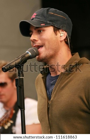 "Enrique Iglesias at an In-Store Performance and Signing for his new album ""Insomniac"". Virgin Megastore, Hollywood, CA. 06-12-07"