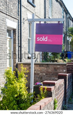 """Estate agent """"Sold"""" sign in England - stock photo"""