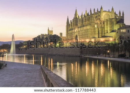 Evening view of the Catedral de Santa Mar�­a de Palma de Mallorca