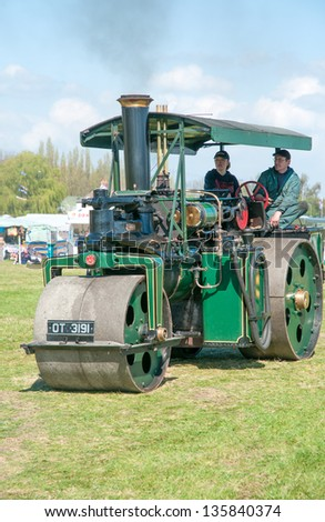 EVESHAM,WORCESTER,ENGLAND - APRIL 13 : A vintage Steam Roller and its owners on display in the show ring at a country fair on April 13,2009 in Evesham , England - stock photo