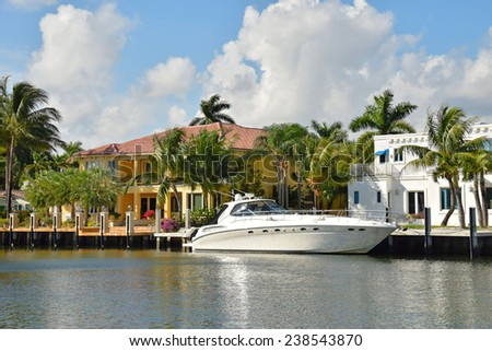 Ex[ensive yacht and waterfront homes in Fort Lauderdale, Florida - stock photo