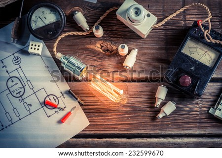 Examination of electric current flow in the classroom - stock photo