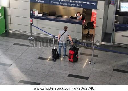 Image Lift Carcare Workshop Stock Photo 44641927