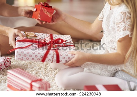 Exchanging presents between daughter and mother