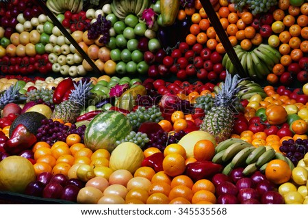 Exhibitor filled with many varieties of fruits