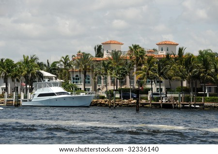 Expensive waterfront real estate in Fort Lauderdale, Florida - stock photo