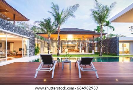 Exterior design spacious modern luxury pool ภาพสต็อก ปลอดค่า