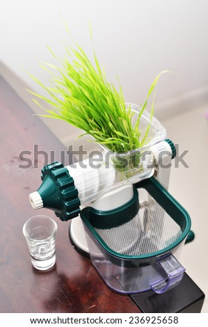 extractor with wheatgrass